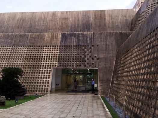 沖縄の建築美・琉球石灰石のたた...